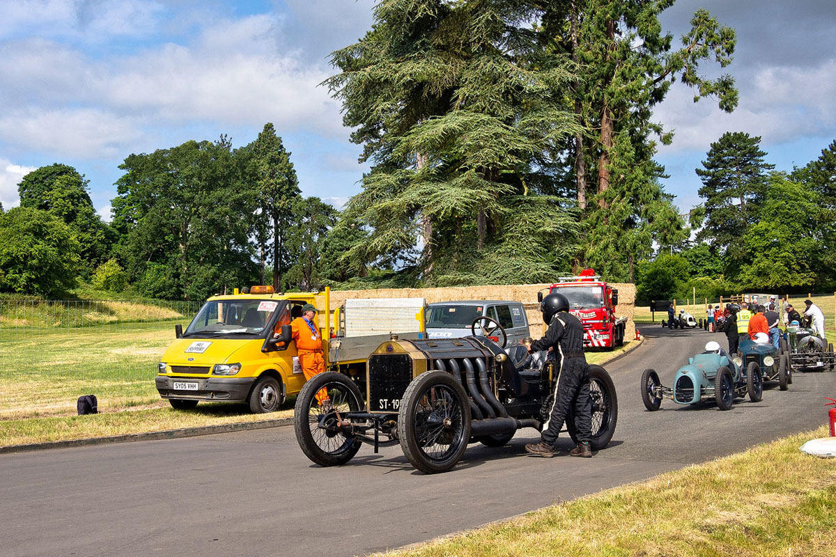 Vintage convoy on the track