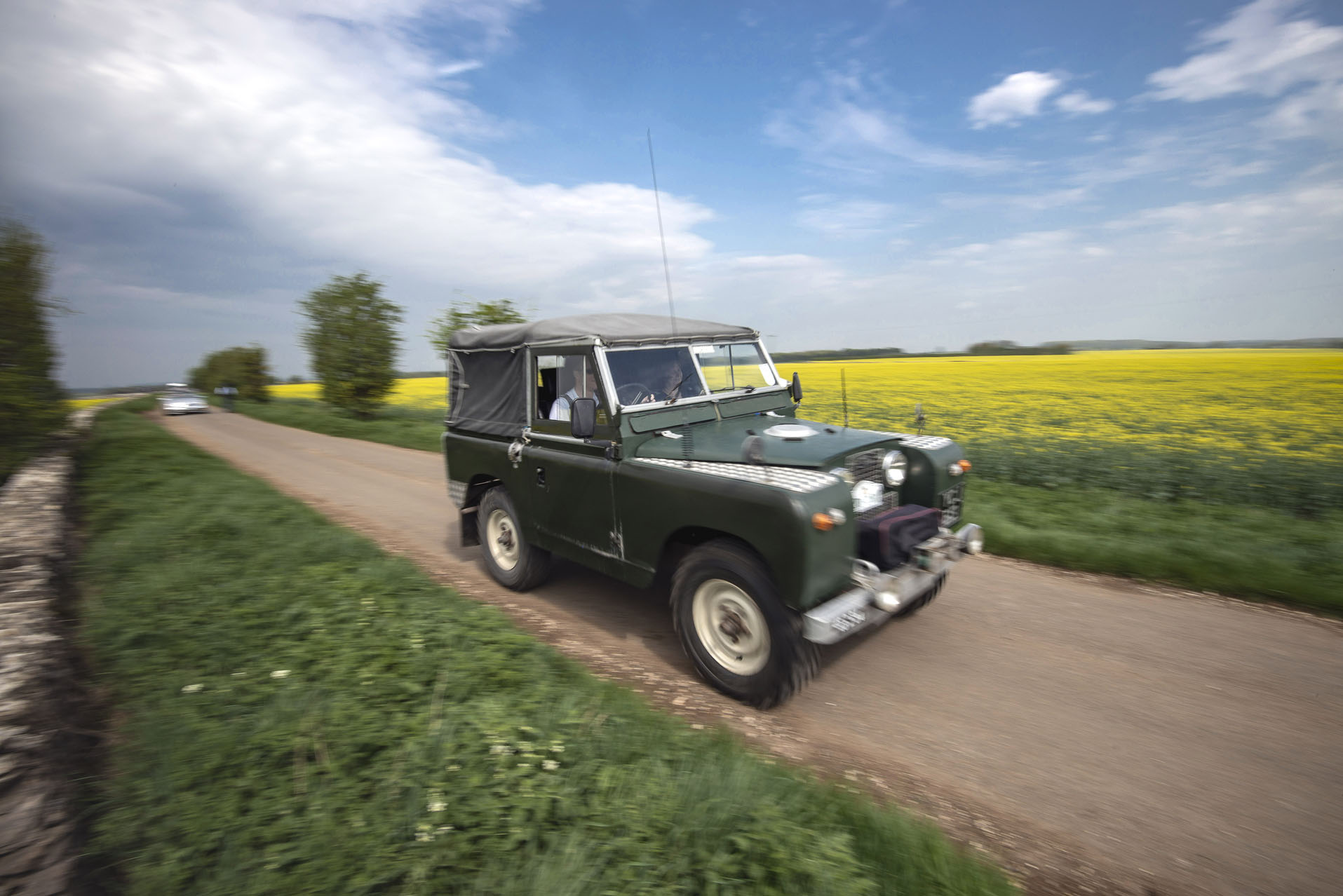 Classic Land Rover travelling to the Classic Motor Hub